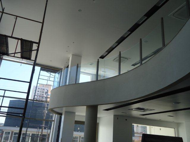 vidro curvo para escada e guarda-corpo