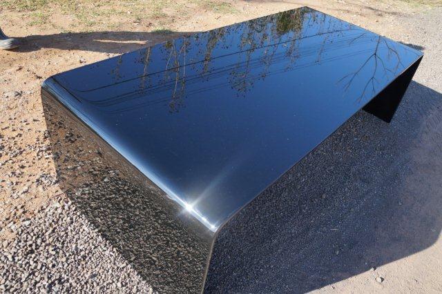 Mesa de centro em vidro curvo preto